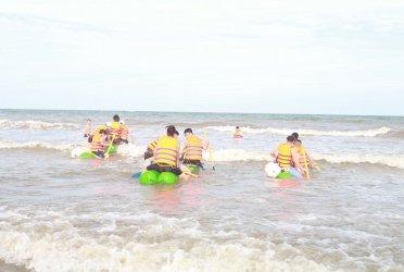 Tổ chức Teambuilding chuyên nghiệp tại biển Hải Tiến – Eureka Linh Trường Resort